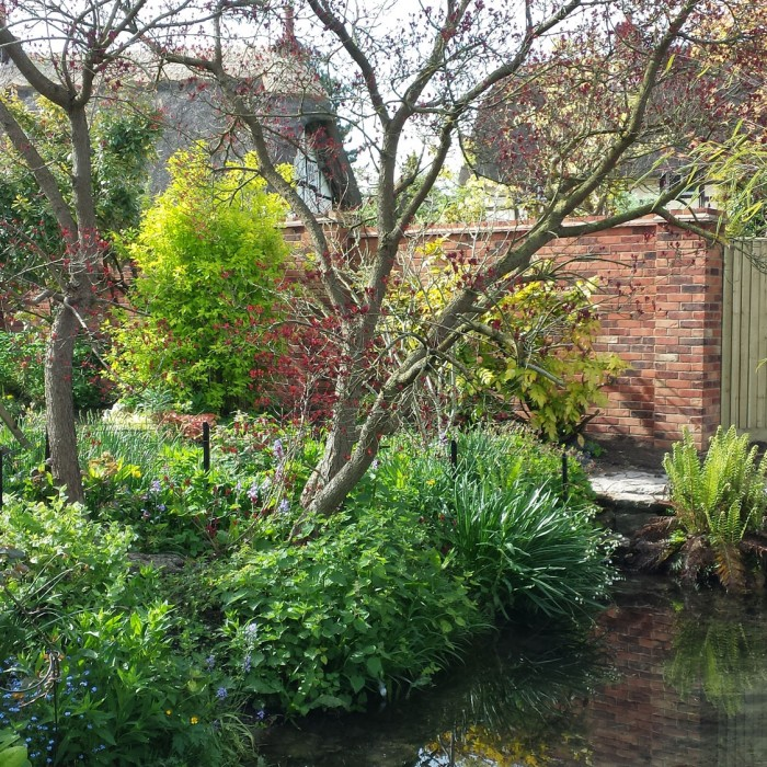 Garden-with-pond-for-web